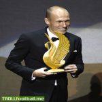 Robben accepting the FIFA Golden Swan (Dive) Award