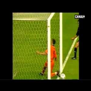 Fiebre Maldini (watch 'em all is my suggestion) - Raúl's best goals