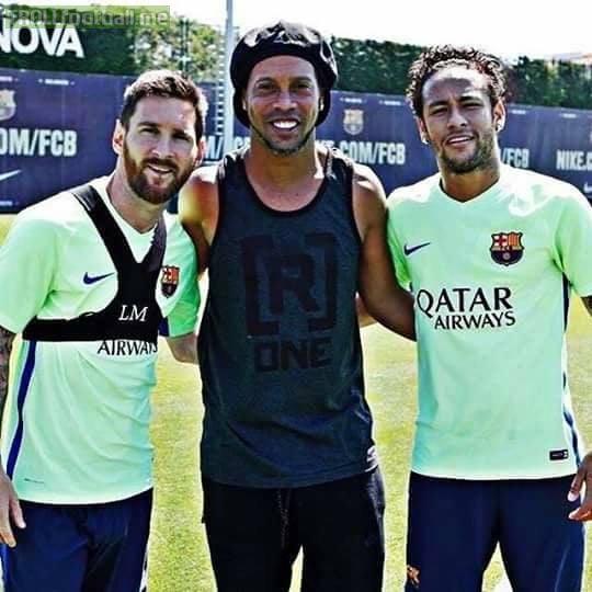 Ronaldinho with his sons.