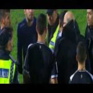 FC Porto's coach ironically congratulating the referees after the end of a terrible match by them