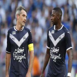 Jeremy Toulalan and Matt Sankharé have asked to leave, following the dismissal of Jocelyn Gourvennec.
