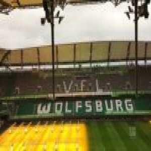VfL Wolfsburg's stadium roof shaking due to heavy winds