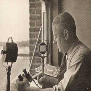 Today in 1927, 91 years ago, Teddy Wakelam, gave the first 'live' radio commentary of a football match between Arsenal & Sheffield United at Highbury.