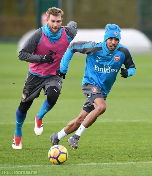 If you ever feel useless, just remember this picture of 34 pace Per Mertesacker chasing 95 pace Pierre-Emerick Aubameyang.