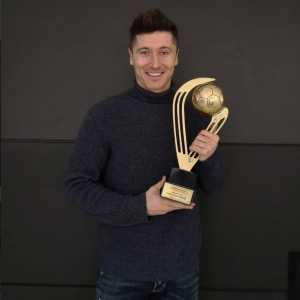 Robert Lewandowski wins his 7th consecutive Polands Player of the year title
