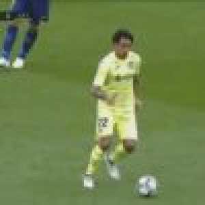 Damian Suarez nutmegs Rakitic