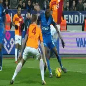 [Kasımpaşa - Galatasaray] Bullshit penalty call on Serdar Aziz tackle
