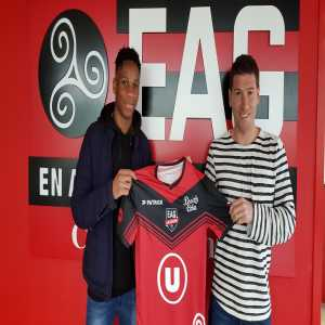 Drogba signs for EAG Guingamp