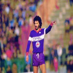 "When asked which Italian he respected the most, Mazzola or Rivera, after joining Fiorentina, Socrates said: ""I don't know them. I'm here to read Gramsci in original language and to study the history of the workers' movement."""