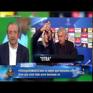 Colombian troll takes a selfie with Mourinho after press conference and he is not taking it