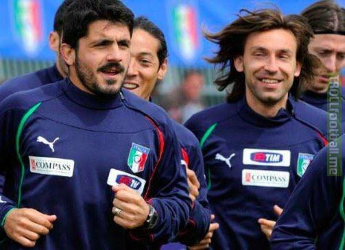 """Gennaro Gattuso on Andrea Pirlo: 🗣 """"You see him, the face of an angel but he is a son of a b***h, always makes jokes, always, doesn't stand still. One day I was eating, I left my phone on the table and he sent a text offering Galliani (Vice-President) my sister."""" 👀📱"""