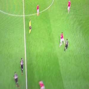 Steven Nzonzi skill vs Anthony Martial (Manchester United vs Sevilla)