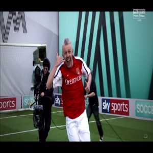 Jimmy Bullard attempts to recreate the famous Henry goal vs Man United