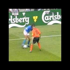 Paolo Maldini shutting down Marc Overmars - EURO 2000