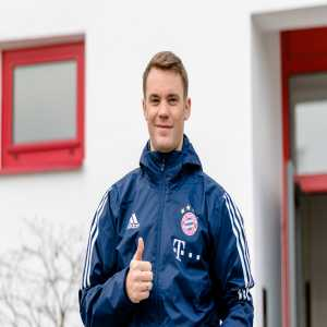 Manuel Neuer is now back on the pitch!
