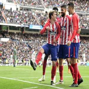 Antoine Griezmann is the first Atletico player to score in three consecutive La Liga away games against Real Madrid in the 21st century (three goals).