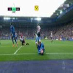 Vardy gets kicked in the balls from behind by Diame