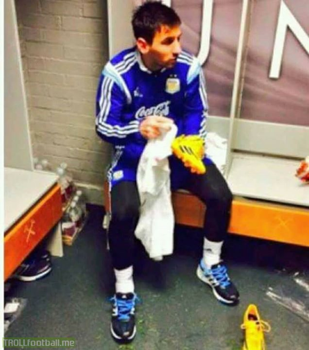 According to The Times, Manchester United academy have a picture of Lionel Messi in their dressing room.  This image shows the greatest footballer ever cleaning his own boots after a friendly against Croatia at Upton Park in 2016.  The aim of this picture is to show the youngsters that even the greatest player in the world is a simple and humble person. This photo teaches the future stars to work hard and stay humble.
