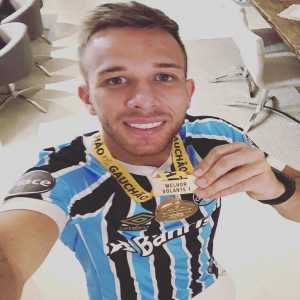 Barca's new signing Arthur Melo has been named ''The best midfielder'' in the Brazilian league.