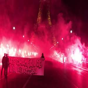 The PSG ultras lit up Paris last night to celebrate their title victory!