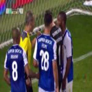 FC Porto players manage to hit the crossbar three times in a row + offside call