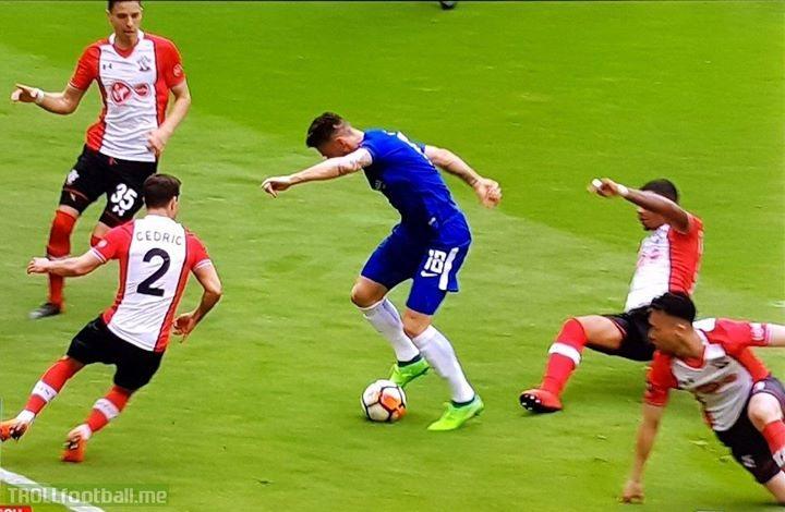 When Giroud goes full Messi.