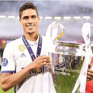 Raphaël Varane turns 25 today! 3 UCL's; 2 La Liga's; 3 UEFA SC's; 3 FIFA CWC's; 2 Supercopa de España's; 1 CdR. 227 Games for Real Madrid, 41 Games for France NT. Bon Anniversaire Rafa.