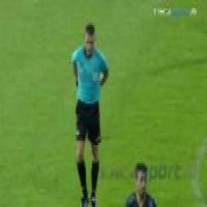 Referee using vanishing spray on players face in Romanian Cup semifinal