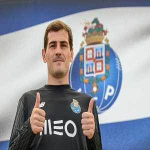 (Official) Iker Casillas signs 1-year extension with F.C. Porto