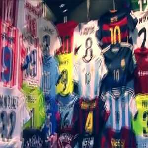 The VIP museum of t-shirts that Leo Messi has in his house Casillas, Cesc, Puyol ...