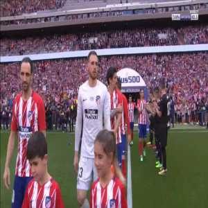 Giant tifo and guard of honor for Fernando Torres entrance in his last game for Atlético Madrid