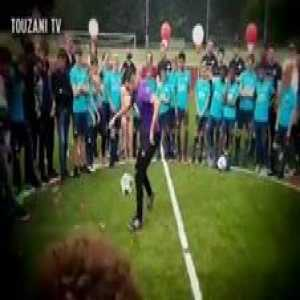 That first nutmeg was savage...😳  Panna skills vs PSV youth!! 🤣🔥