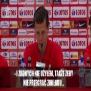 "Wojciech Szczęsny made a bet with Robert Lewandowski to say the words ""tire"" and ""grapefruit"" in a press conference"