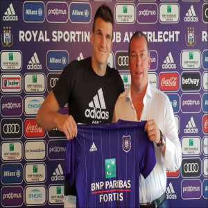 Official: RSC Anderlecht sign Croatian striker Ivan Santini from Stade Malherbe Caen and let Romanian midfielder Alexandru Chipciu leave to Sparta Prague on loan with an option to buy