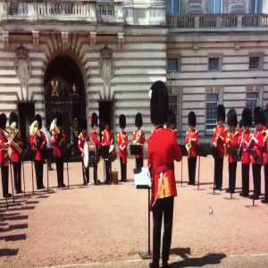 "Buckingham Palace gaurds playing ""Footballs coming home"""