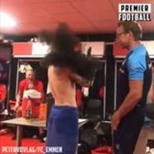 This physio tricks players into doing a 'lung test' 😂😂