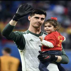 [Kristof Terreur]Real Madrid have approached Thibaut Courtois a while ago, but things have barely been moving during the #WorldCup. Real know his price, but haven't reached an agreement with Chelsea as yet (and they like to bet on several horses as well).