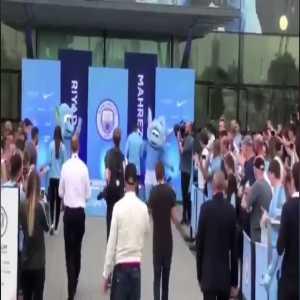 Mahrez weird presentation for Manchester City