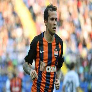 West Ham are meeting with the agent of former Shakhtar Donetsk midfielder Bernard about a free transfer.