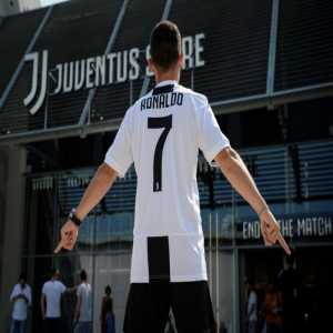 According to Corriere dello Sport, Juventus will receive a nominal percentage of Juve jerseys sold in Adidas stores around the world, but the club will receive the entire amount for anything they sell online & from their 4 Juve Stores in Italy (3 in Turin & 1 in Milan).