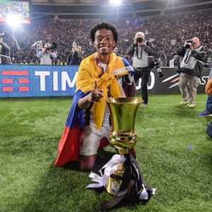 Juan Cuadrado asked fans to pick his next squad number on Twitter after giving up the number 7 for Cristiano Ronaldo. They chose 49. Cuadrado means square in Spanish. 7 squared =49