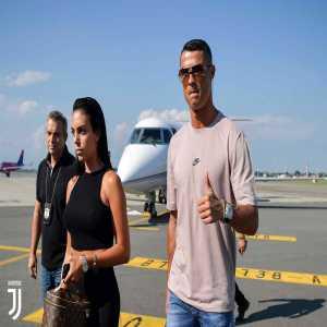 [Juventus] Ronaldo just landed in Turin