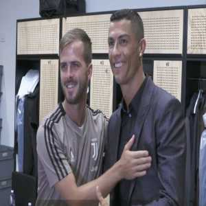Ronaldo meeting the juventus players