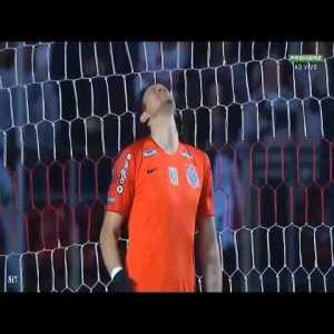 Remember Cassio from Corinthians with that ridiculous two time save 3 days ago? well, he just did this today.