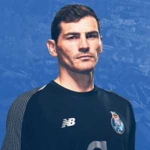 """Iker Casillas: """"Next year will be 50 years of the (supposed) moon landing. I'm at a dinner with friends arguing about it. Do you think man stepped on the moon? I don't think so!"""""""