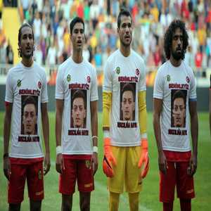 Turkish side Malatyaspor wore Mesut Ozil t-shirts before tonight's friendly with the message 'We are all with you, say no to racism'