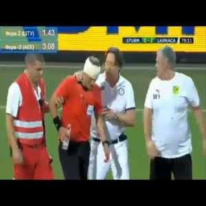 Referee injuried by bootle thrown from the stands in Sturm Graz vs AEK.