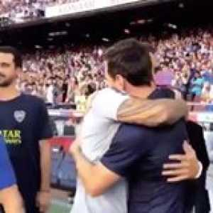 Messi welcomes the Boca players to the Nou Camp 🤝 touch of class! 👏  🎥: FC Barcelona