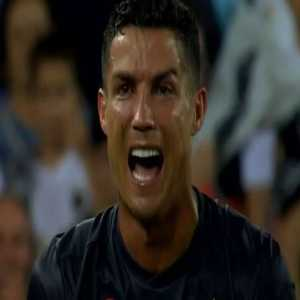 """Eduardo Iturralde (ex-referee with 31 years of experience): """"Ronaldo's red is because he tried to kick Murillo with his left foot"""". Ruling says that kicking or trying to kick is a red."""