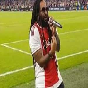 """🎤 Best thing you'll watch today: Bob Marley's son Damien singing his dad's famous """"Three Little Birds"""" when the Ajax fans join in. 🇯🇲🇳🇱🌎🙏🏽❤️  🎥 TW/tassie52"""